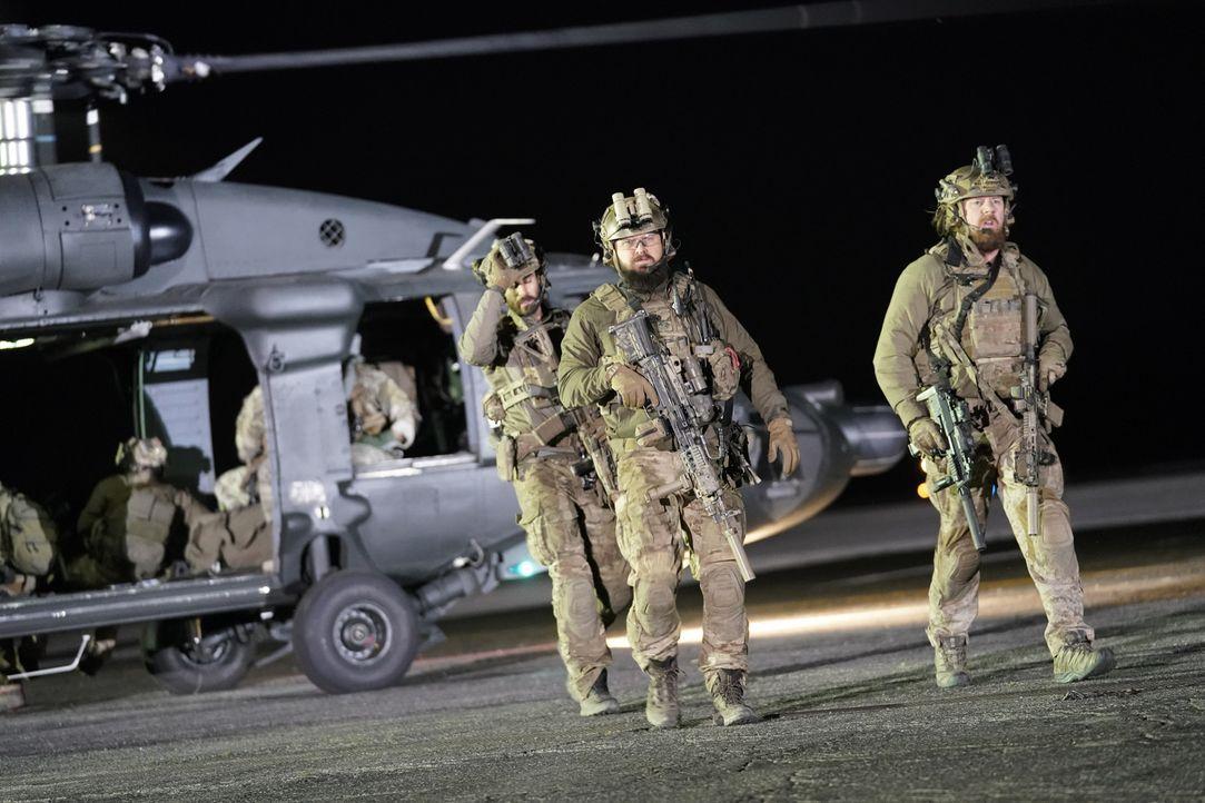 Auf dem Weg zu einer letzten Rache-Mission: Das SEAL-Team ... - Bildquelle: Erik Voake Erik Voake/CBS   2018 CBS Broadcasting, Inc. All Rights Reserved.