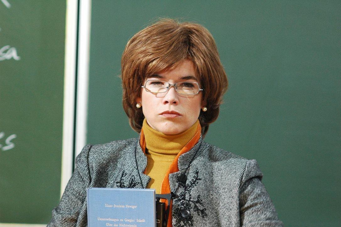 Britta (Anke Engelke) ist Philosophie-Dozentin und extrem unentspannt. Doch nach einem Zusammenstoß mit dem Uni-Hausmeister Herr Brettschneider ges... - Bildquelle: Martin Lässig Sat.1