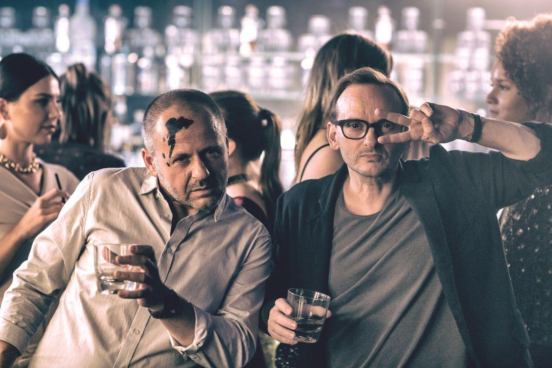 Nils (Samuel Finzi, l.); Andreas (Milan Peschel, r.) - Bildquelle: 2018 Barefoot Films Gmbh / Nordisk Film A/S / Sevenpictures Gmbh / Warner Bros. Entertainment Gmbh