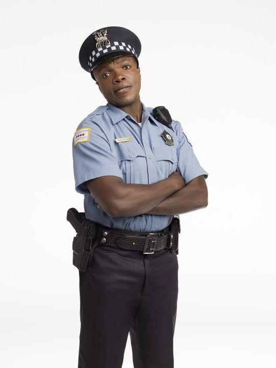 (1. Staffel) - Der Polizist Carl McMillan (Reno Wilson) hat eine Vorliebe für ungesundes Fastfood, was man ihm jedoch nicht ansieht ... - Bildquelle: 2010 CBS Broadcasting Inc. All Rights Reserved.