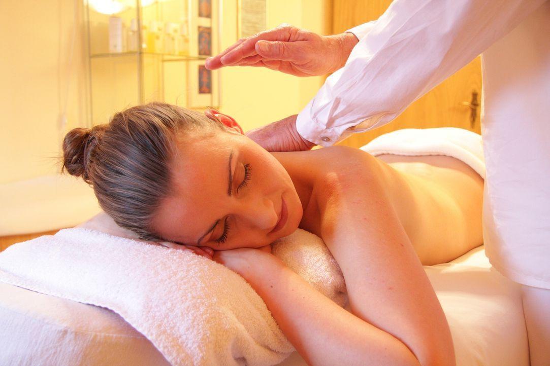 Gönn dir eine MassageEine 50-minütige Lomi-Lomi-Massage von der Masseurin is...