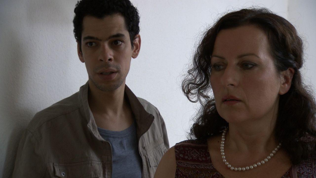 Als Victoria (r.) den Tunesier Mehdi (l.), der illegal in Deutschland ist, kennenlernt, verliebt sie sich Hals über Kopf in ihn ... - Bildquelle: SAT.1