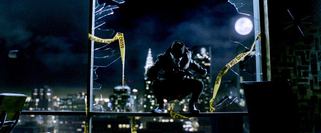 """Superheld The Comedian"""" wird in seinem New Yorker Appartement von einem Unbekannten überfallen und aus dem Fenster geworfen. Die Polizei geht von ei... - Bildquelle: Paramount Pictures"""
