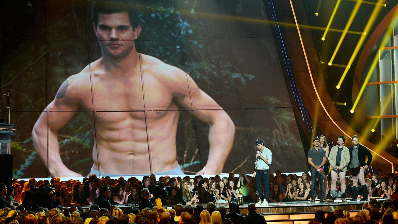 mtv-movie-awards-130414-Taylor-Lautner-best-shirtless-performance-getty-AFP - Bildquelle: getty-AFP