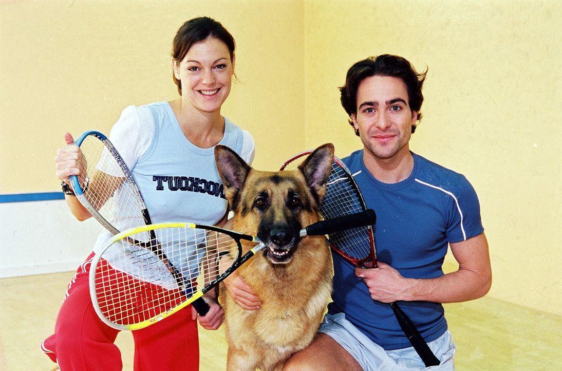 Marc Hoffmann (Alexander Pschill, r.), Rex und Niki Herzog (Elke Winkens, l.) entspannen sich zwischendurch beim Sport ... - Bildquelle: Sat.1