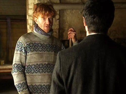 Auch Jens (Volker Muthmann) arbeitet in der Landwirtschaft. Über seinen ermordeten Freund Jakob hat er Andreas (Maximilian Grill) nicht viel zu sag... - Bildquelle: Sat1
