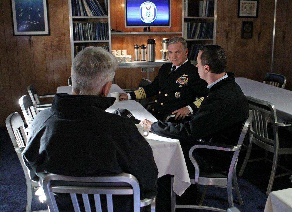 Bei den Ermittlungen in einem neuen Fall, kommt es zu Spannungen, als McGee (Sean Murray, r.) und Gibbs (Mark Harmon, l.) herausfinden, dass McGees... - Bildquelle: CBS Television