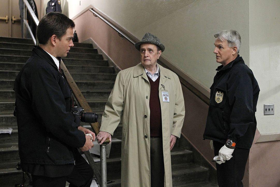 Petty Officer Simon Craig wird in einer Highschool ermordet. Während Gibbs (Mark Harmon, r.) und DiNozzo (Michael Weatherly, l.) mit den Ermittlung... - Bildquelle: CBS Television