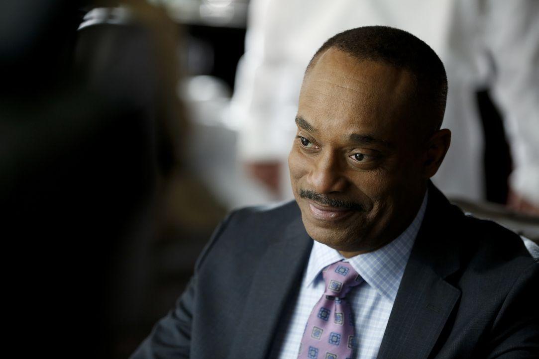 Wird sich Direktor Vance (Rocky Carroll) von der Kongressabgeordneten Flemming zu einer neuen beruflichen Laufbahn überreden lassen? - Bildquelle: 2016 CBS Broadcasting, Inc. All Rights Reserved