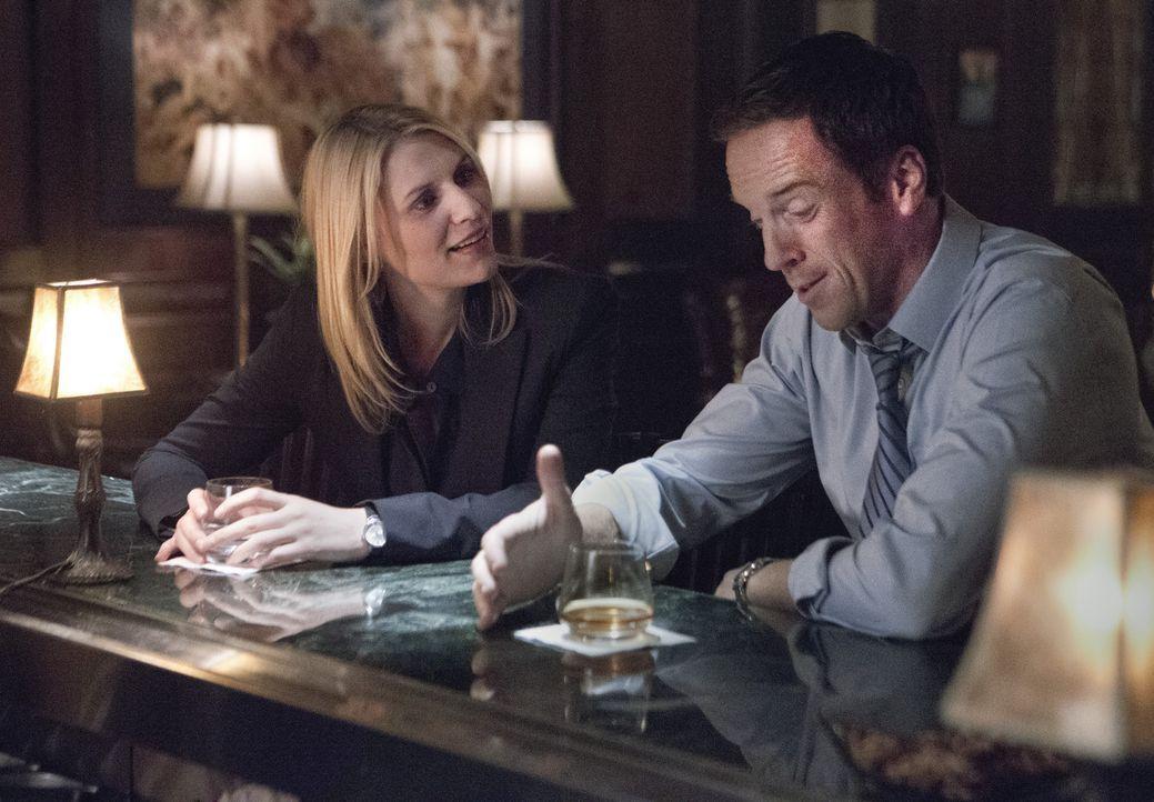 Während Dana eine Gemeinsamkeit zwischen ihr und dem Sohn des Vizepräsidenten entdeckt, soll Carrie (Claire Danes, l.) als Köder für Brody (Dami... - Bildquelle: 2012 Twentieth Century Fox Film Corporation. All rights reserved.