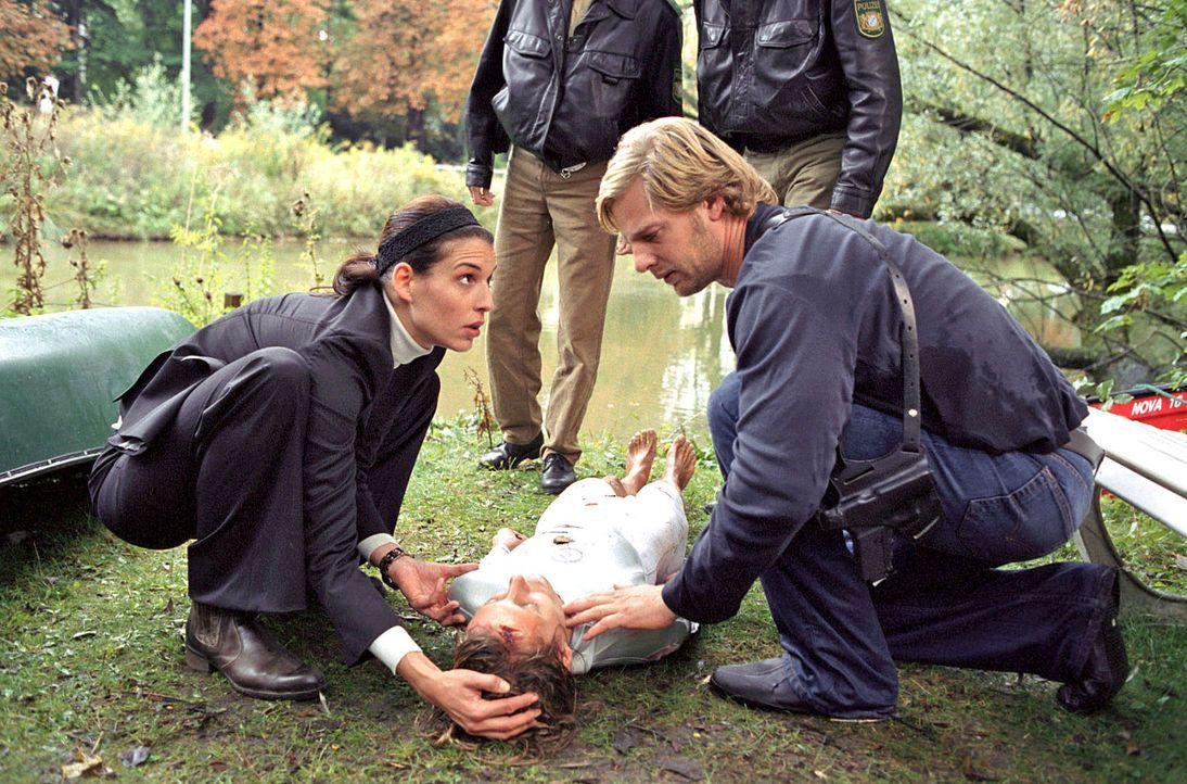 Nina (Elena Uhlig, l.) und Leo (Henning Baum, r.) können Anne Pachel (Nina Bagusat, M.) nur knapp vor dem Tod bewahren. - Bildquelle: Sat.1