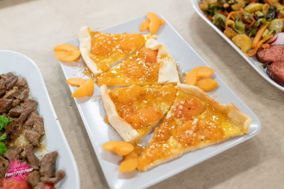 Aprikosenkuchen nach afghanischer Art - Bildquelle: Stefanie Chareonbood