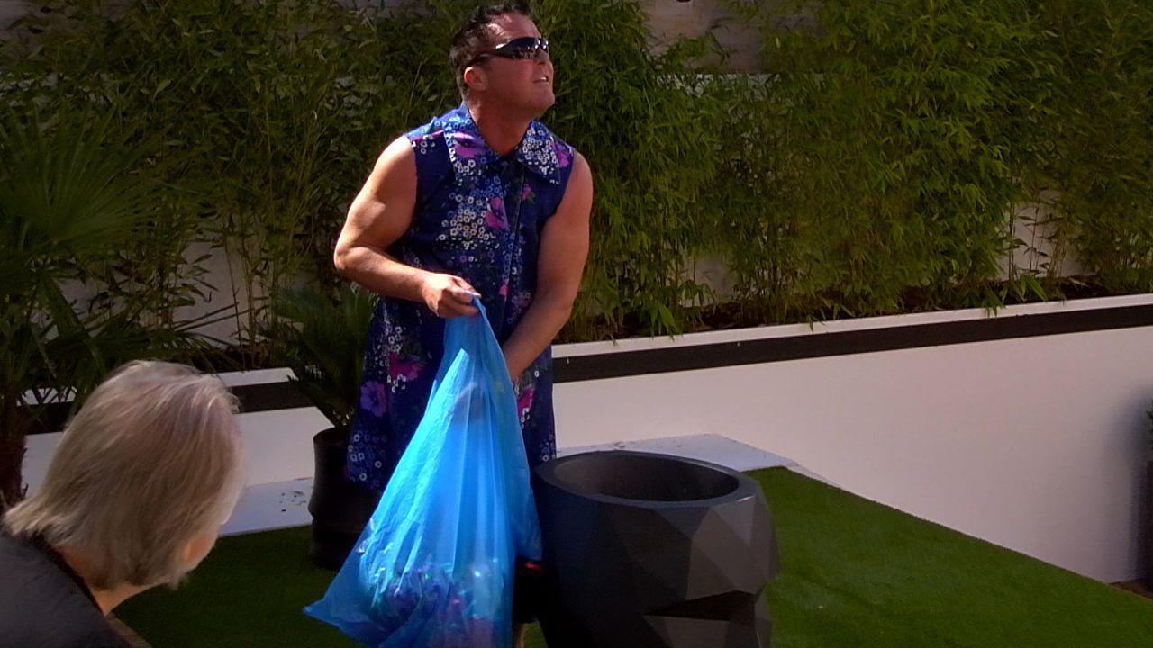 Tag5_Putzteufelprinz sammel Müll ein