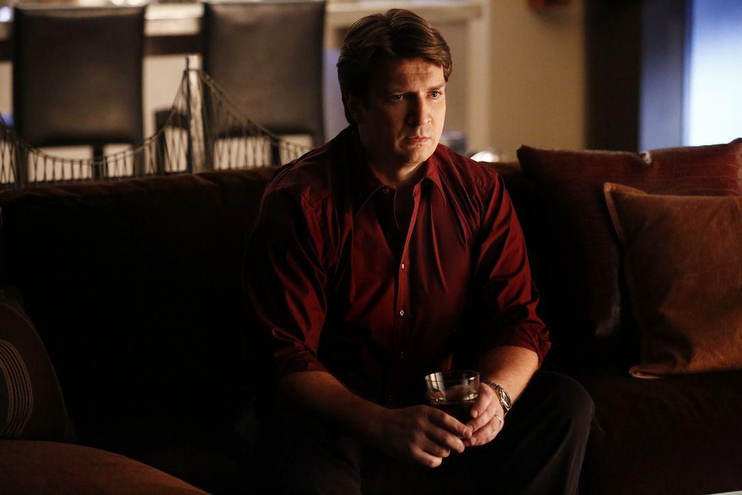 Castle (Nathan Fillion) ist hellauf begeistert von dem neuen Fall, den er und Beckett aufklären wollen: Ein Schwarzmarkthändler von türkischen Artef... - Bildquelle: Nicole Wilder 2016 American Broadcasting Companies, Inc. All rights reserved.