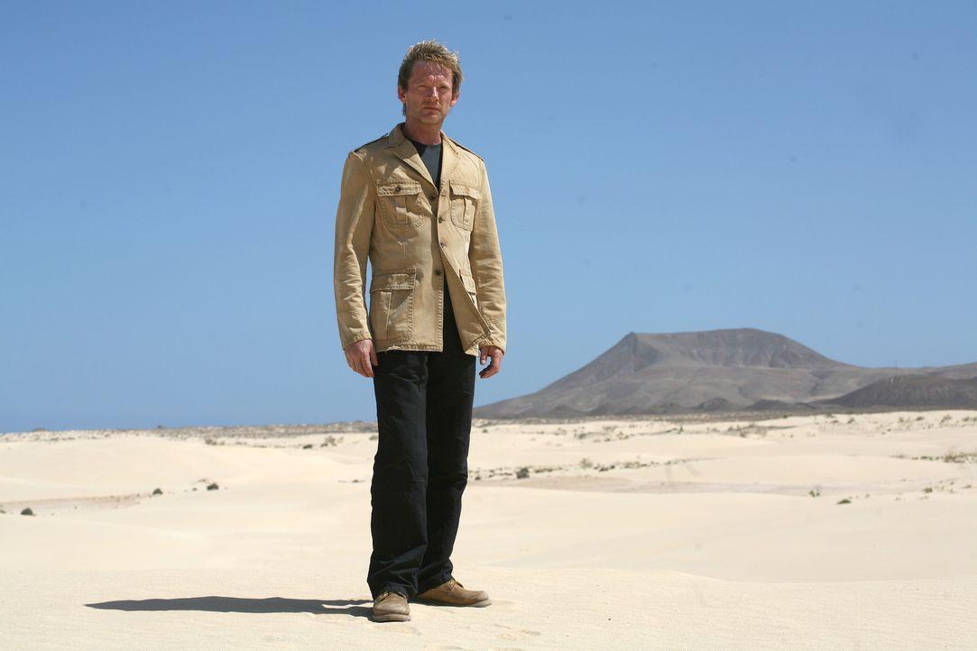 Hat keine Angst vor den grässlichen Urzeitmonstern: Cutter (Douglas Henshall) ... - Bildquelle: ITV Plc