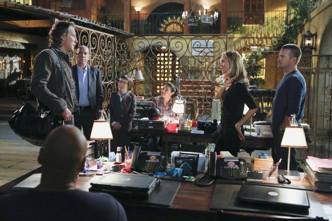 Versuchen gemeinsam, einen Fall zu lösen: (v.l.n.r.) Roy (John Corbett), Sam (LL Cool J), Owen (Miguel Ferrer), Hetty (Linda Hunt), Kensi (Daniela R... - Bildquelle: CBS Studios Inc. All Rights Reserved.