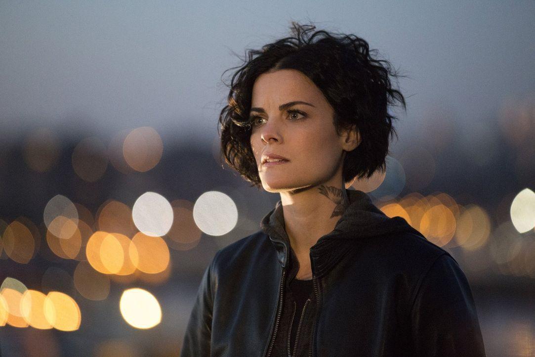 Seitdem Oscar ihr sagte, dass sie niemals Teil des FBI-Teams sein könne, ist Jane (Jaimie Alexander) ziemlich durcheinander. Denn einerseits soll si... - Bildquelle: Warner Brothers