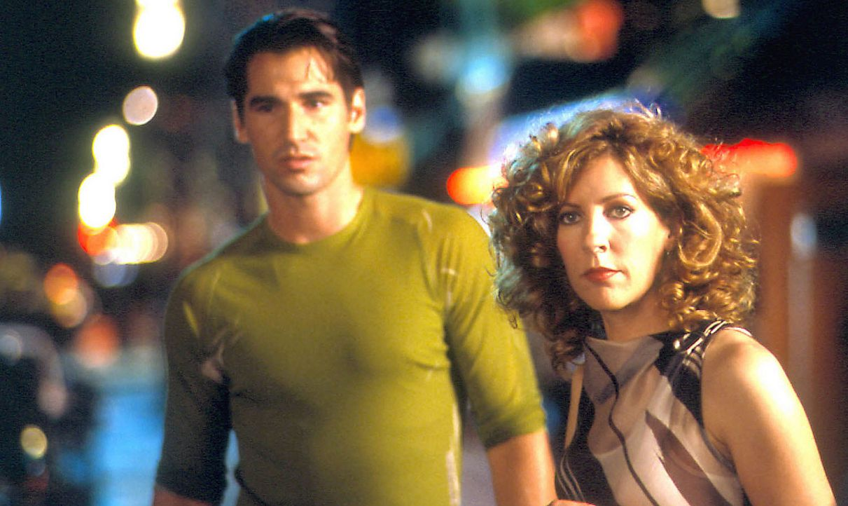 Lina hat es geschafft, denn ihr Sohn Nino (Peter Miller, l.) hat sich von Angelo getrennt und ist nun mit Pina (Sophie Lorain, r.) zusammen ... - Bildquelle: Samuel Goldwyn Films