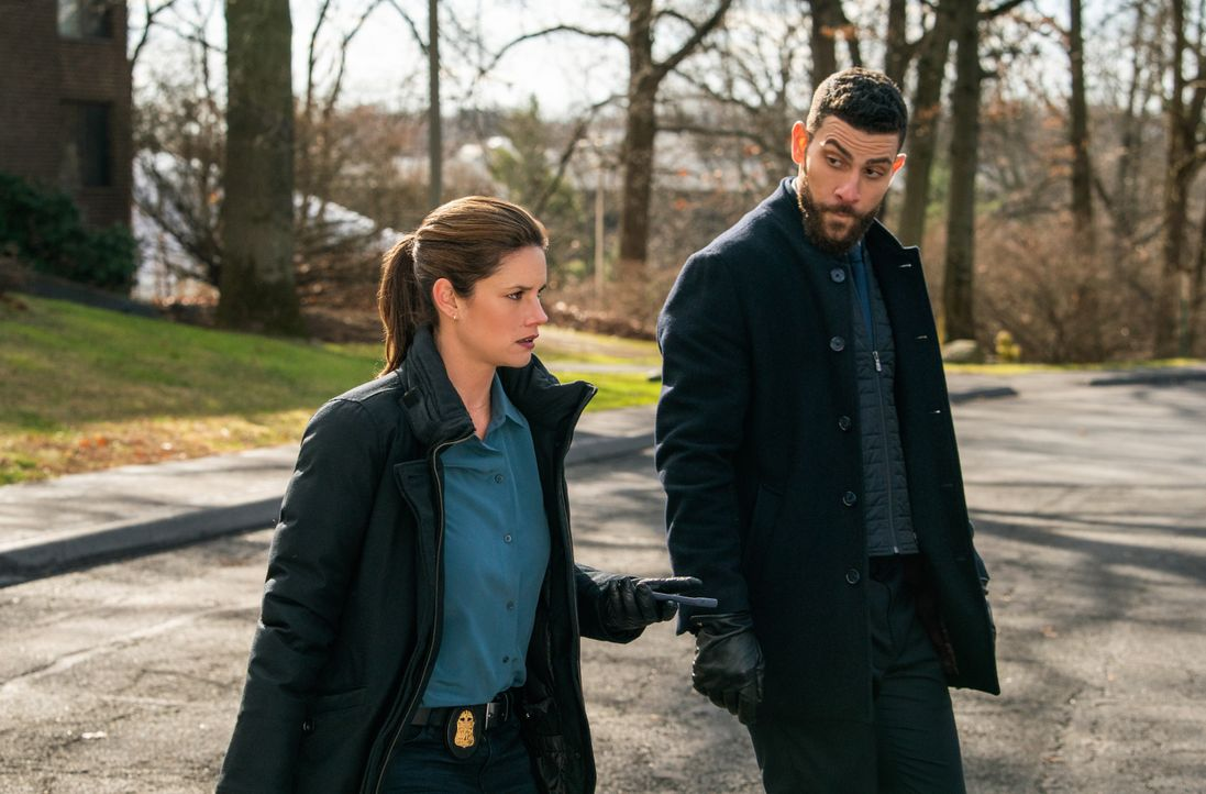 Special Agent Maggie Bell (Missy Peregrym, l.); Special Agent Omar Adom 'OA' Zidan (Zeeko Zaki, r.) - Bildquelle: Michael Parmelee 2020 CBS Broadcasting Inc. All Rights Reserved. / Michael Parmelee