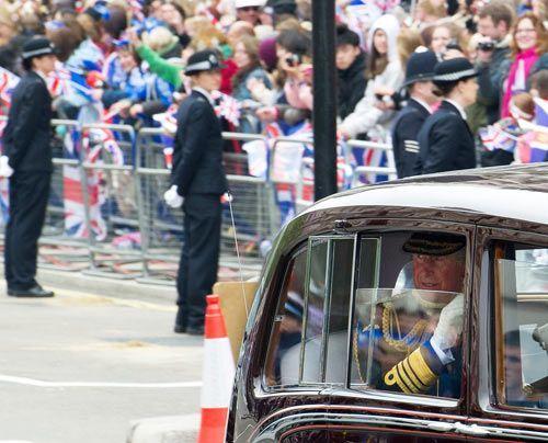 William-Kate-Einzug-Kirche-Prince-Charles-11-04-29-500_404_AFP - Bildquelle: AFP