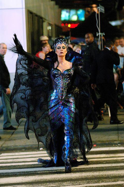 Aus Angst um ihren Thron verbannt die böse Königin Narissa (Susan Sarandan) die schöne Prinzessin Giselle in die reale Welt, mitten ins turbulent... - Bildquelle: Disney. All rights reserved