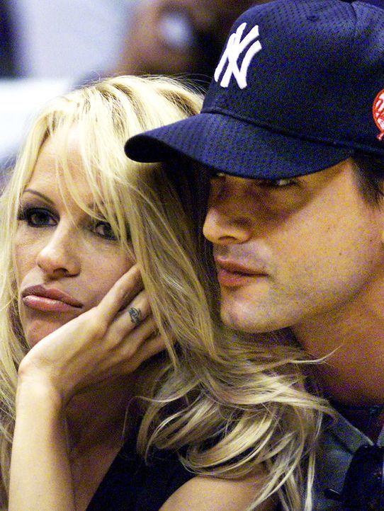 Pamela-Anderson-Marcus-Schenkenberg-00-06-09-AFP - Bildquelle: AFP ImageForum