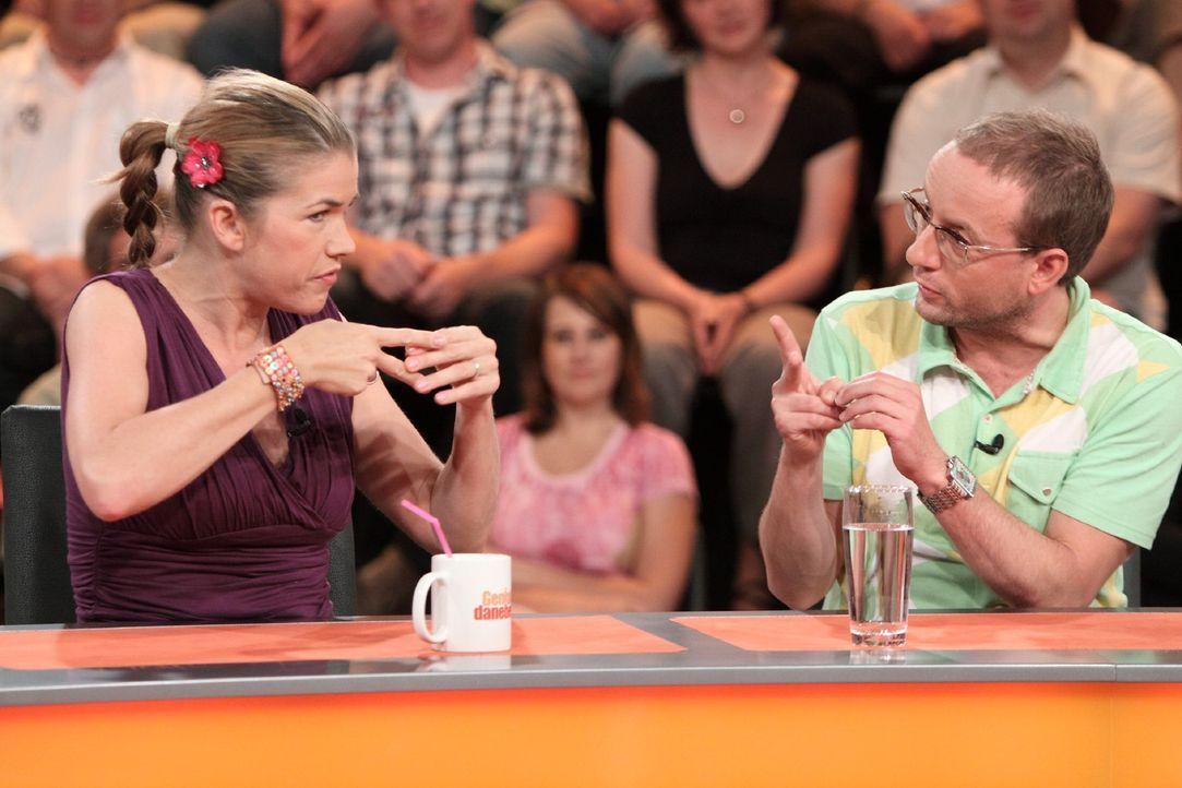Sind sich bei der Beantwortung der Frage nicht ganz einig: Anke Engelke (l.) und Wigald Boning (r.) ... - Bildquelle: Sat.1