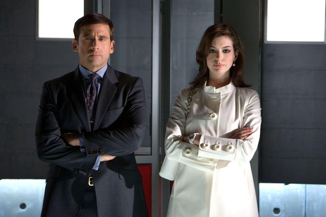 Als das Hauptquartier der geheimen Spionage-Agentur CONTROL angegriffen wird und die Identität der Agenten bekannt wird, sieht sich der Chef genöt... - Bildquelle: Warner Brothers