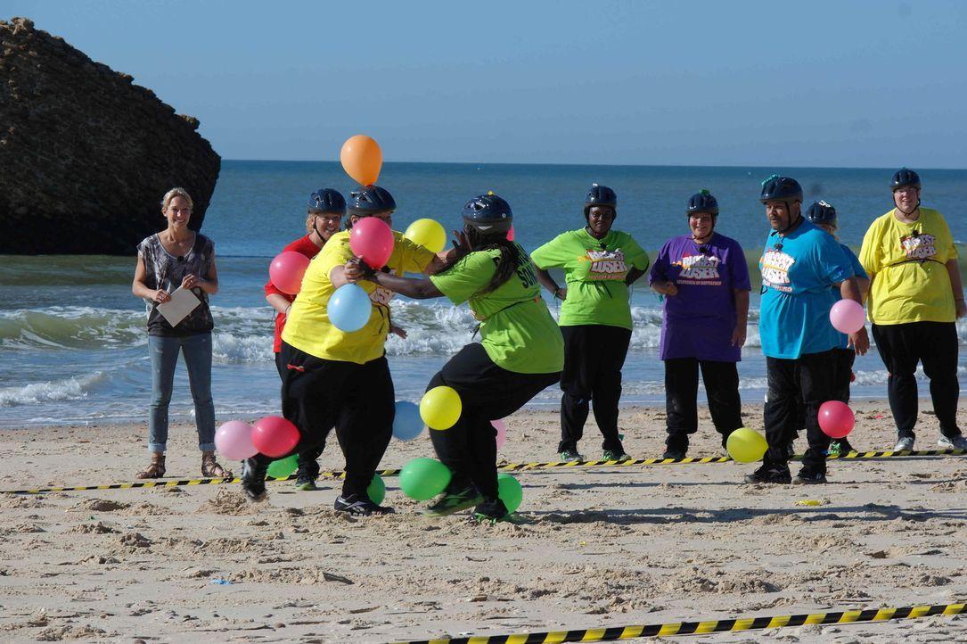 Bei der Luftballonjagd hat jeder Kandidat zehn Ballons am Körper befestigt, die er vor den anderen Teilnehmern in Sicherheit bringen muss. Eine gna... - Bildquelle: Enrique Cano SAT.1
