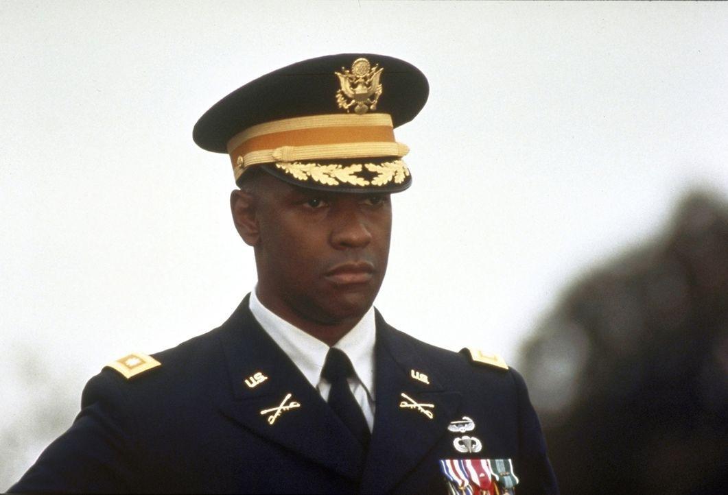 Von schweren Gewissenskonflikten wird Leutnant Serling (Denzel Washington) geplagt. - Bildquelle: Twentieth Century-Fox Film Corporation