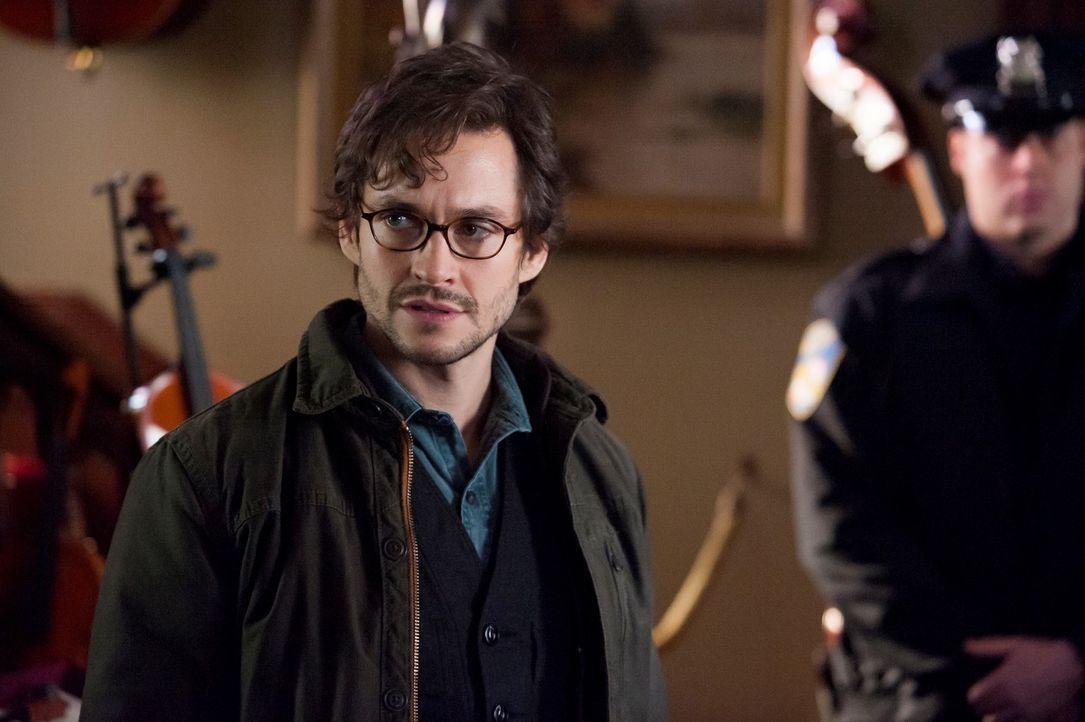 Für Will Graham (Hugh Dancy, l.) steht schnell fest, dass er sich in den Räumlichkeiten eines Serienkillers befindet ? - Bildquelle: Brooke Palmer 2013 NBCUniversal Media, LLC