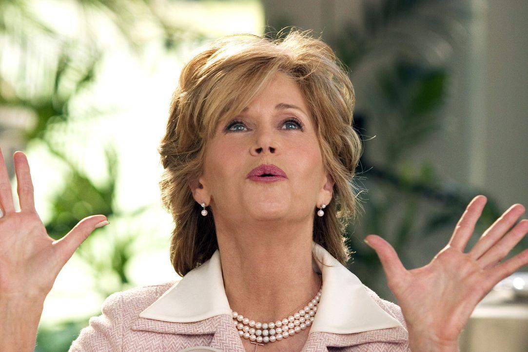 Viola (Jane Fonda), TV-Moderatorin im Zwangsruhestand, ist entsetzt, als ihr einziger Sohn ausgerechnet die keinesfalls standesgemäße Hundesitteri... - Bildquelle: Warner Bros. Pictures