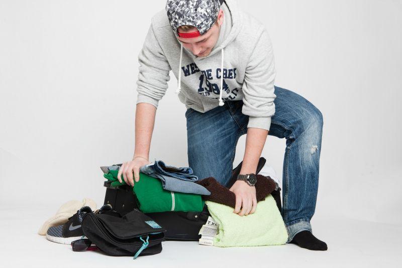 1. Rollen, rollen, rollen!Rollt alle Klamotten ein, anstatt sie zu falten un... - Bildquelle: dpa - Picture Alliance