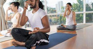 Die Yoga-Atmung erfolgt über die Nase. Wie das richtig geht, lernen Anfänger...