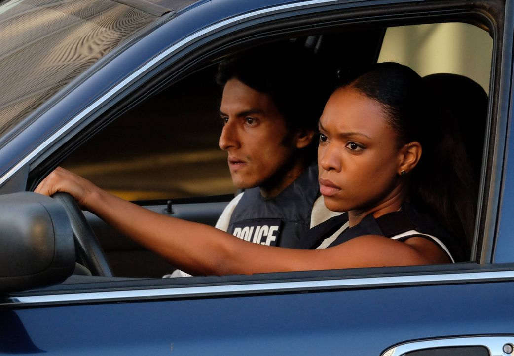 Stehen Murtaugh und Riggs bei den Ermittlungen zur Seite: Cruz (Richard Cabral, l.) und Sonya (Michelle Mitchenor, r.) ... - Bildquelle: 2016 Warner Brothers