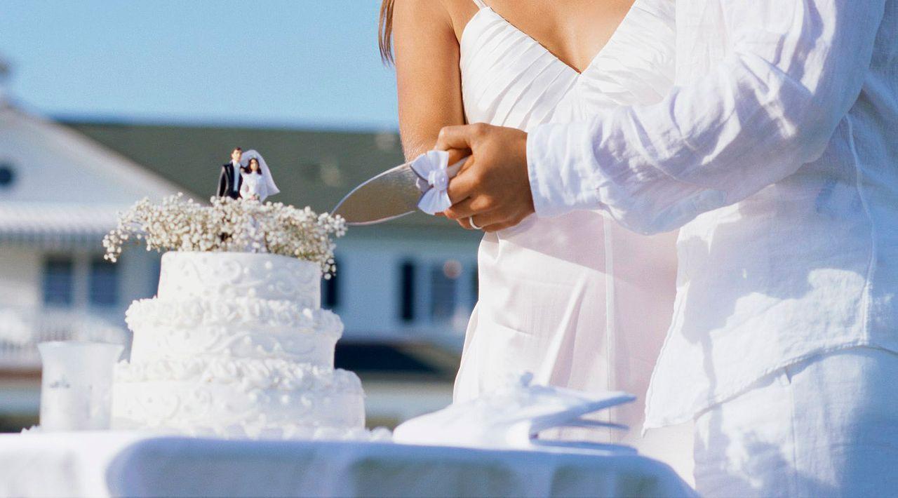 Hochzeitstorte-anschneiden-Stockbyte - Bildquelle: Stockbyte