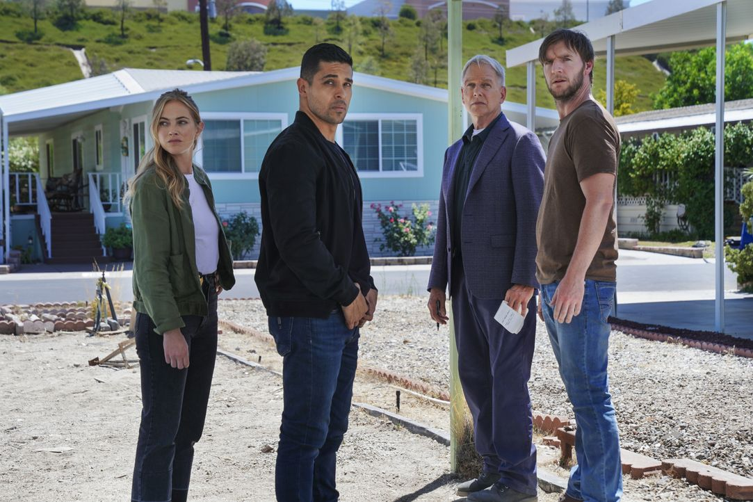 (v.l.n.r.) Ellie Bishop (Emily Wickersham); Nick Torres (Wilmer Valderrama); Leroy Jethro Gibbs (Mark Harmon); Peter Buck (Cliff Chamberlain) - Bildquelle: Sonja Flemming 2019 CBS Broadcasting, Inc. All Rights Reserved. / Sonja Flemming
