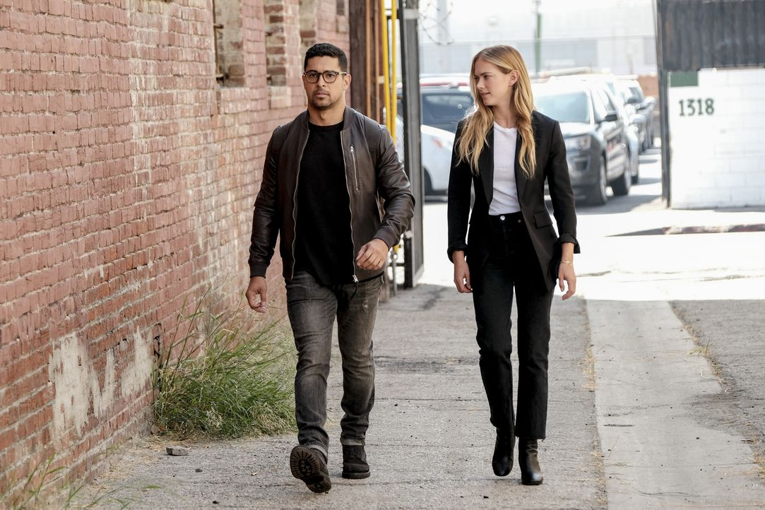 Nick Torres (Wilmer Valderrama, l.); Ellie Bishop (Emily Wickersham, r.) - Bildquelle: Eddy Chen 2018 CBS Broadcasting, Inc. All Rights Reserved/Eddy Chen