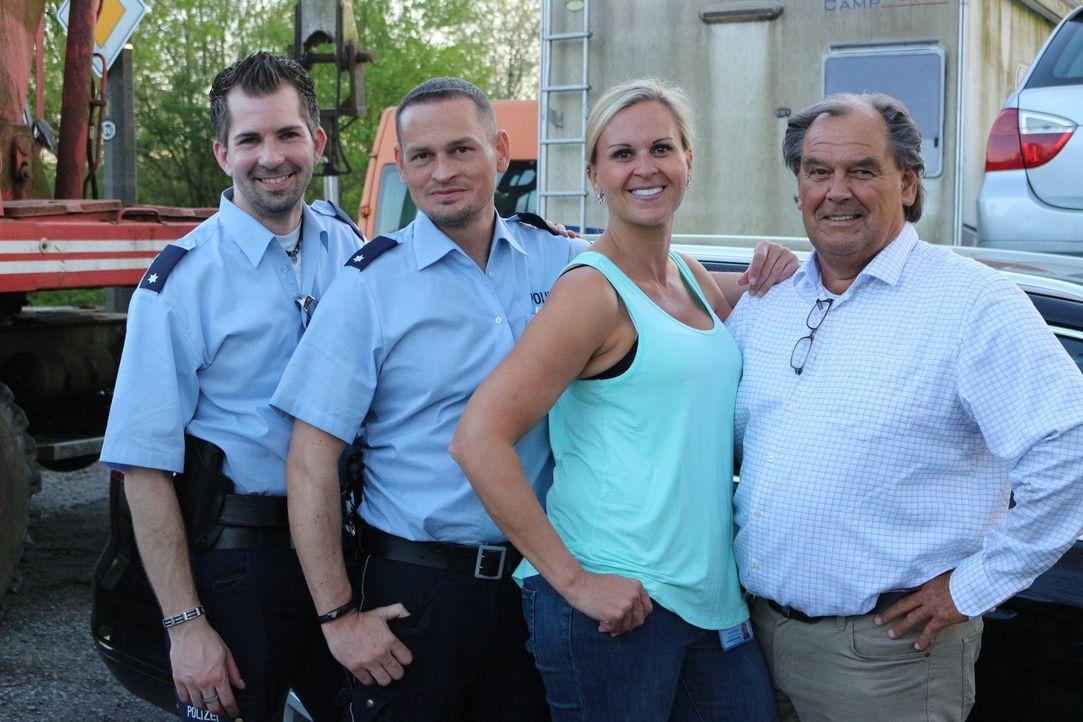 Mit kriminalistischer Intuition und strategisch cleveren Fragen locken die Duisburger Polizeikommissare Fabian Köster (l.), Stephan Novel (2.v.r.),... - Bildquelle: SAT.1
