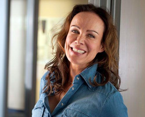 Was für ein Lichtblick im Polizeirevier: Gabi (Sonja Kirchberger) ist Computer-Fachfrau - und die höchst attraktive Mutter von Andreas. Männer wi... - Bildquelle: Thekla Ehling - Sat1