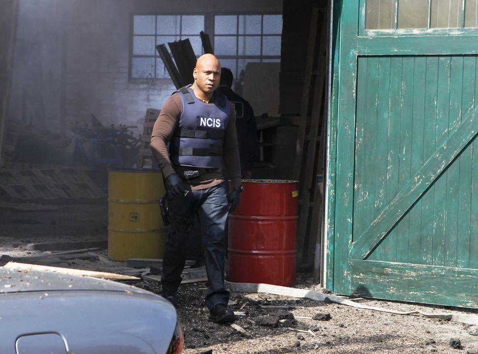 Bei den Ermittlungen: Sam (LL Cool J) ... - Bildquelle: CBS Studios Inc. All Rights Reserved.