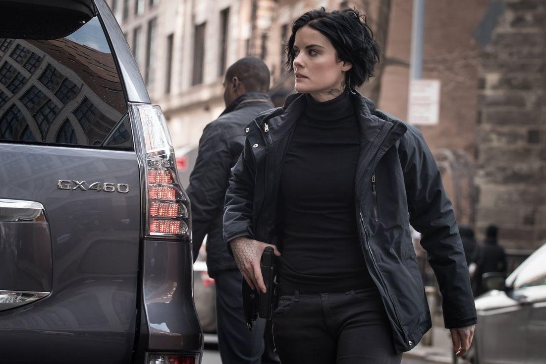Während ihre Beziehung zu Oscar eine neue Dimension erreicht, muss Jane (Jaimie Alexander) dennoch erfahren, dass die geheimnisvolle Truppe um Oscar... - Bildquelle: Warner Brothers