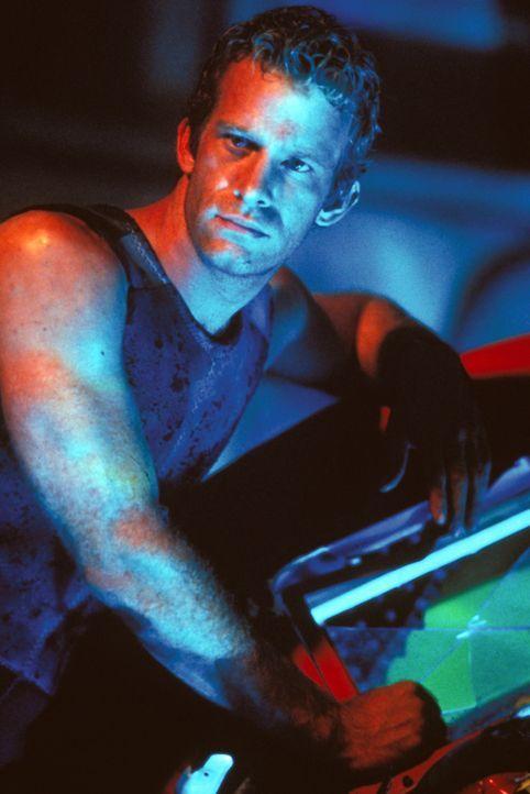 Im Visier intelligenter Mörderhaie: Carter Blake (Thomas Jane) ... - Bildquelle: Warner Bros. Pictures