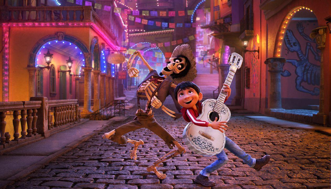 Héctor (l.); Miguel (r.) - Bildquelle: 2017 Disney/Pixar. All Rights Reserved.