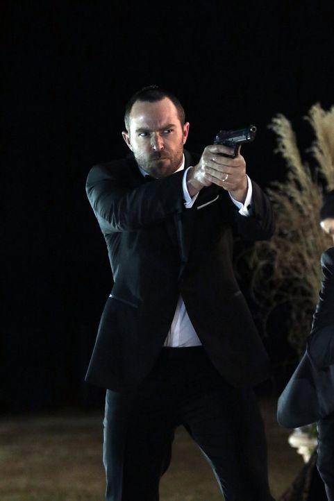 Macht als bulgarischer Auftragskiller auch in brenzligen Situationen eine gute Figur: FBI-Agent Kurt Weller (Sullivan Stapleton) ... - Bildquelle: Warner Brothers