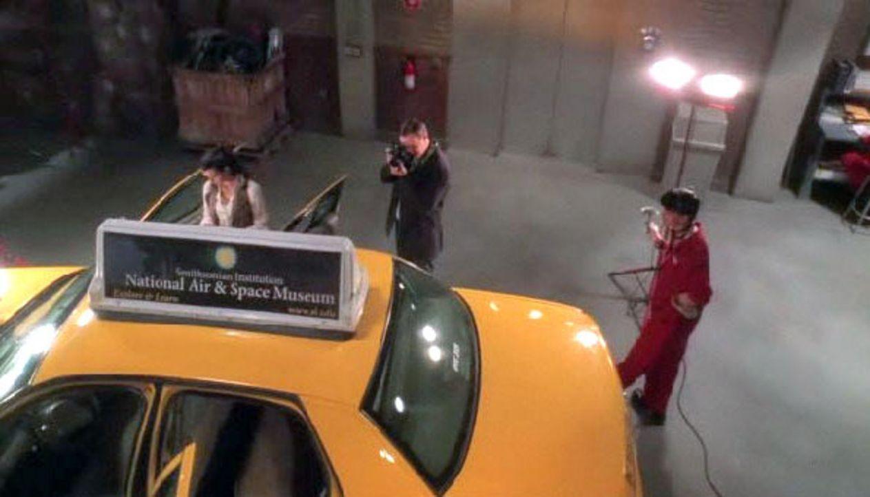 Ein Mann wurde tot in einem Taxi aufgefunden, welches auf das NCIS-Hauptgebäude zusteuerte ... - Bildquelle: CBS Television