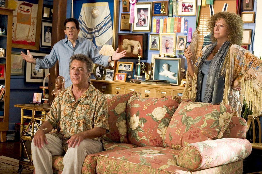 Greg (Ben Stiler, hinten) sind seine Eltern, eine Sexualtherapeutin (Barbra Streisand, vorne r.) und ein Hausmann (Dustin Hoffman, vorne l.), äuße... - Bildquelle: DreamWorks SKG