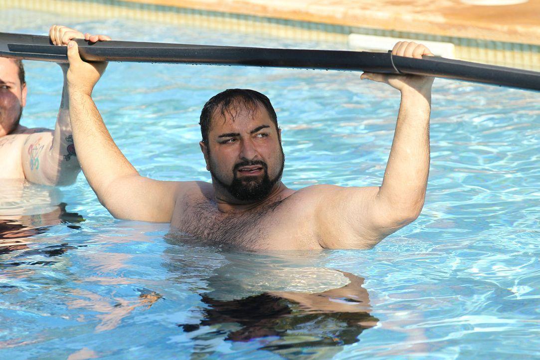 Ali muss sich als Wasserträger beweisen ... - Bildquelle: SAT.1/Enrique Cano