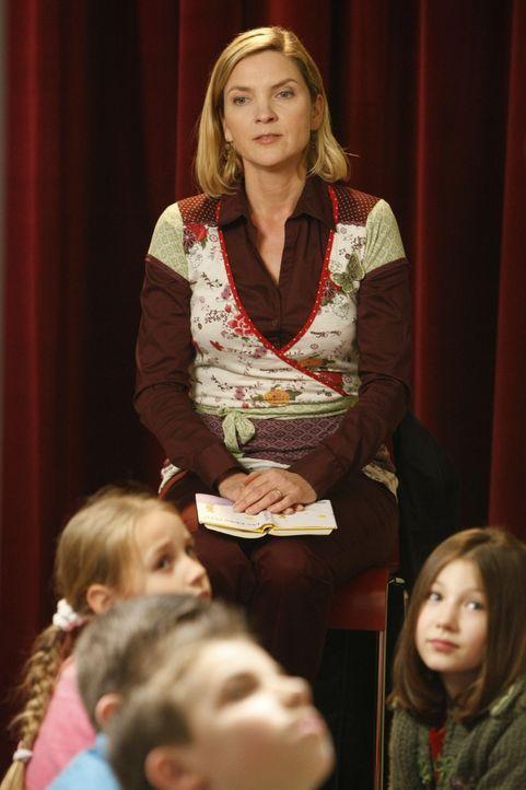 Die Vorsitzende des Elternbeirats, Tanja Blume (Susanne Pätzold), die dafür verantwortlich ist, dass Herr Boll seinen Job verloren hat, will Danni... - Bildquelle: SAT.1