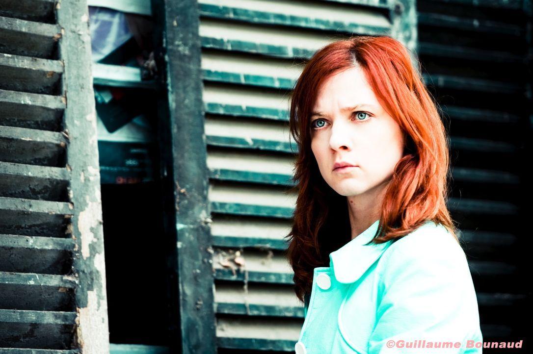 Nachdem eine DVD in der Post des Reviers, die einen Mord dokumentiert, auftaucht, muss Chloé (Odile Vuillemin) ihr Bestes geben, um den Mörder zu fi... - Bildquelle: Guillaume Bounaud 2012 BEAUBOURG AUDIOVISUEL